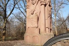 Am Pfingstmontag 1184 wurden die Söhne von Barbarossa, Heinrich und Friedrich, durch die Schwertleite in den Ritterstand erhoben. Das Pfingstfest fand auf der Maaraue statt.