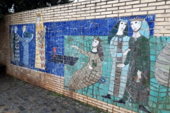 Seit 1856 gibt es in Mainz die Frauenlobstraße, seit 1891/1893 das Frauenlobtor am Rheinufer, seit 1893 den Frauenlobplatz. Hier sind seit 1957 zwei Mosaiken der Keramik-Künstlerin Annette Offenberg an zwei Wänden angebracht.