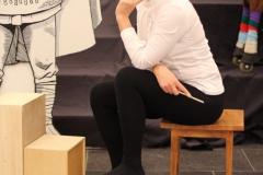 Krisztina übt als erstes die richtige Pose.