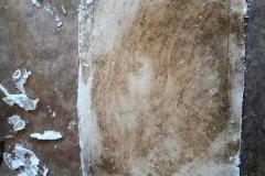 Danach könnt ihr eine Scheibe in der Größe von 11 x 16 cm ausschneiden. Damit ist die Verglasung des Bilderrahmens fertig. Den Rest des Zuckerglases kann einfach in kleinere Scheiben gebrochen und gleich verspeist werden.